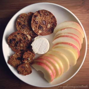 (copycat trader joe's) raisin rosemary crisps | my skinny sweet tooth