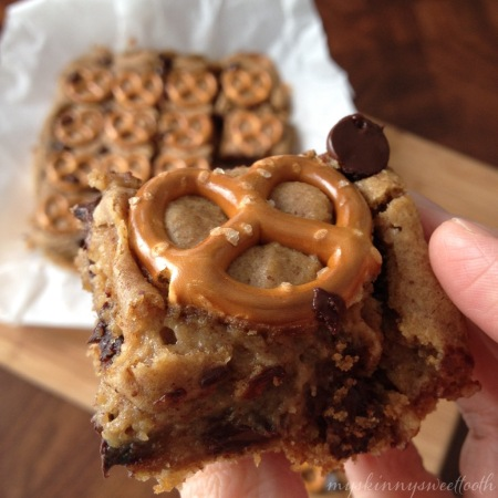 chocolate chip pretzel blondies | my skinny sweet tooth
